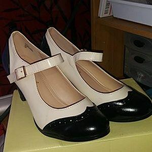 Chase + Chole Black & White Heels